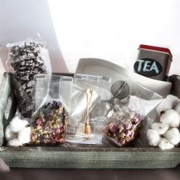 Coş cu ceaiuri şi biscuiţi